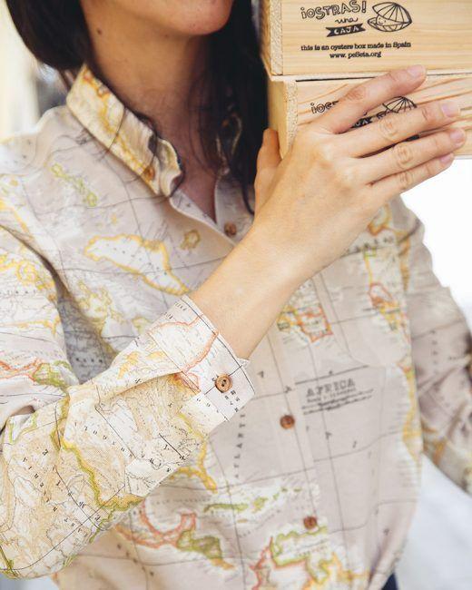 camisa mujer peSeta mapamundi beige