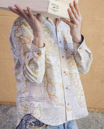 camisa hombre peSeta mapamundi beige
