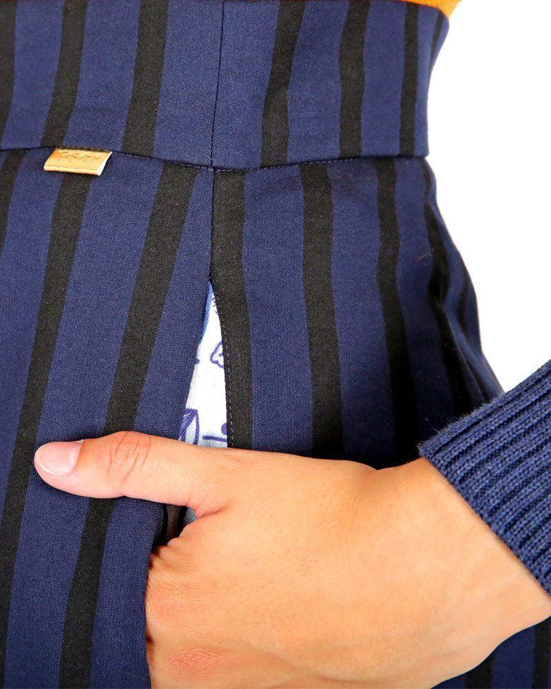 pantalón acampanado palazzo azul con rayas negras acampanado elegante bolsillos estampados hecho por la peSeta en España