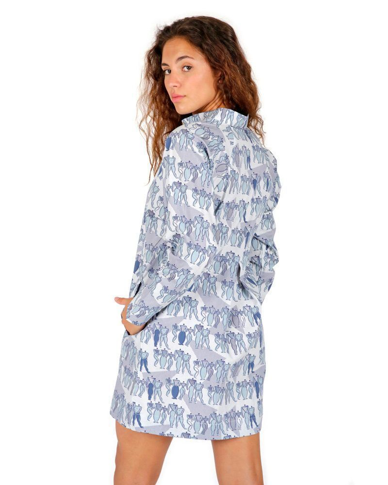 Vestido corto azul camisero estampado tipo Sonia Delaunay Bauhaus con cuello mao y manga ranglan.
