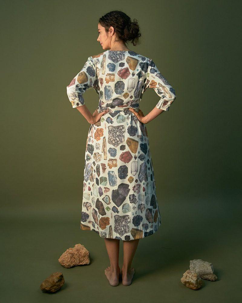 vestido estampado mineral colores claros