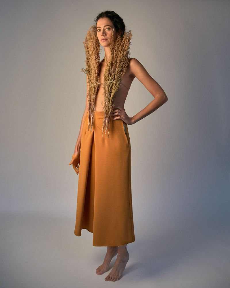 pantalón naranja con vuelo y bolsillos laterales