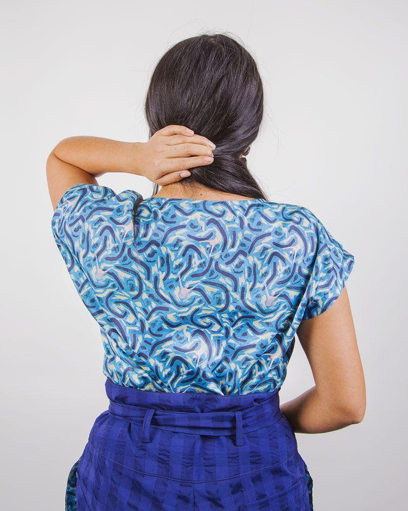 blusa azul estampado marea