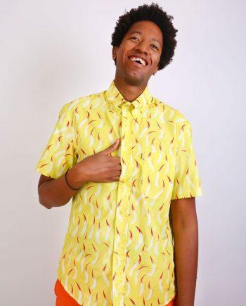 camisa amarilla estampado fuegos manga corta hombre corte clásico