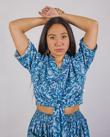 camisa mujer blusa manga corta nudo delantero azul estampada peSeta