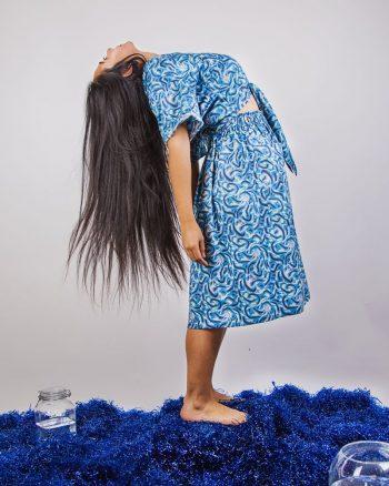 Falda largo midi azul estampada bolsillos laterales cierre elástico