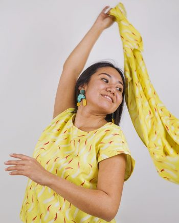 pañuelo amarillo estampado Fuegos tamaño XL peSeta