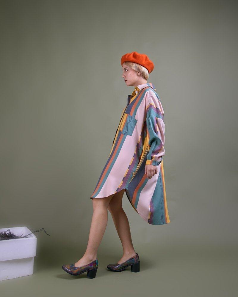 Boina naranja Elósegui y blusón rayas oversize