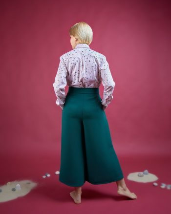 pantalón palazzo verde oscuro con bolsillos estampados