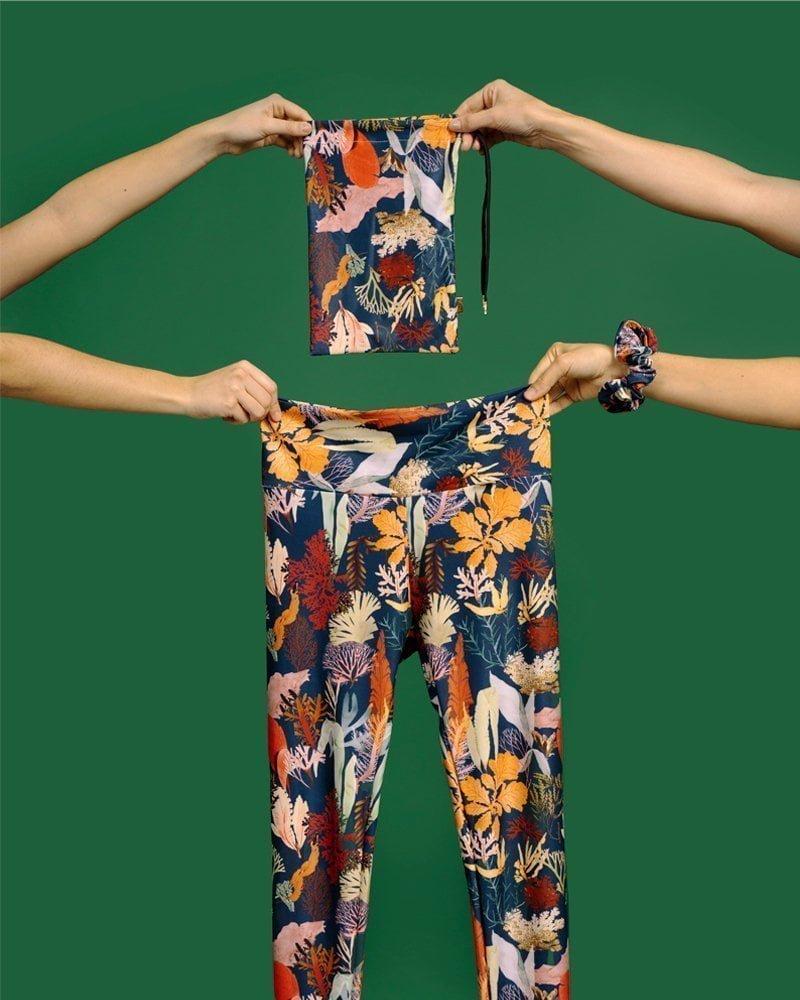 leggings cintura doblada estampado multicolor hecho con SEAQUAL®YARN sostenible en España