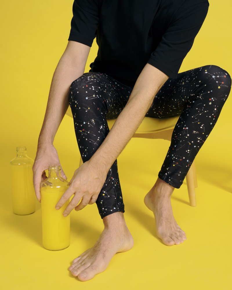leggin unisex estampado espacial hecho con tejido reciclado marino