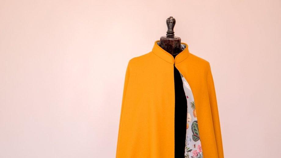 capa amarilla Seseña forradas con estampados peSeta